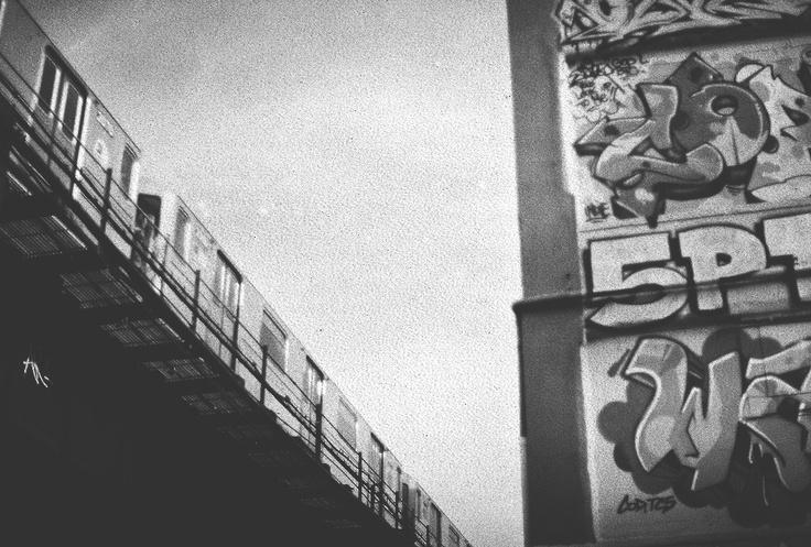 Photo Simon Gaviria - Minolta XD11 #nyc #newyork #graffiti #5pointz #queens