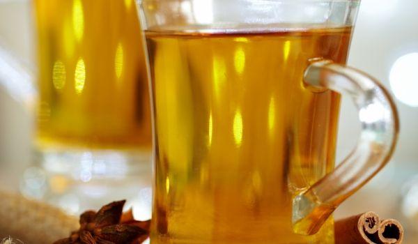 •бъз - 1/2 л сок •захар - 1 ч.ч. •канела - 1 ч.л. •карамфил - 3 бр. •лимон - 2 резенчета •бяло вино - 1/2 бутилка •вода - 1/2 л  Приготвяне на Пунш с бъз: Бъзовият сок се вари 30 минути заедно със захарта, канелата, карамфила и лимона.  Прецежда се и се смесва с виното и водата.  Полученият пунш се загрява отново и се поднася в чаши за водка.