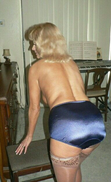 Grannies nice ass nude