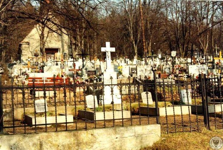 Cmentarz Parafii Świętej Barbary znajduje się w Wałbrzychu na ulicy 11 Listopada.Cmentarz Parafii Świętej Barbary znajduje się