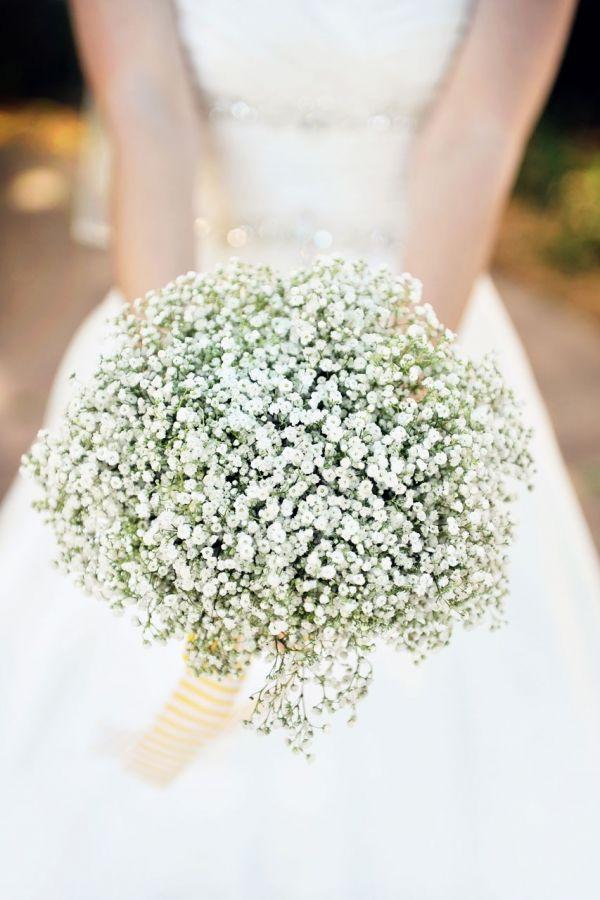 piękny ślubny bukiet z drobnych kwiatów