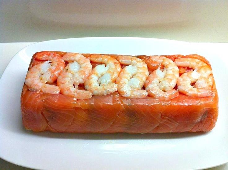 Pastel de salmón ahumado, langostinos !!http://recetasysonrisas.blogspot.com.es/2013/06/pastel-de-salmon-y-langostinos.html