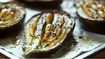 Pečený lilek s česnekem Foto: