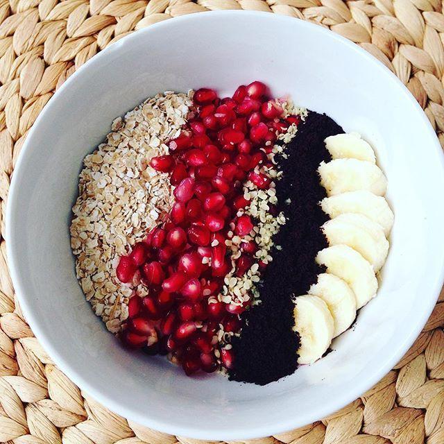 Frühstück Sophia Thiel Programm Tag 6 : Griechischer Joghurt Haferflocken Granatapfel Banane Acaipulver  Hanfsamen  Süßstoff   Was ist drin? ✅lang- & kurzkettige Kohlenhydrate ✅ Vitamine ✅ Eiweiß ✅ gute Fette ✅ Ballaststoffe ✅ sekundäre Pflanzenstoffe  #allyouneed  Was gab es bei euch ? ☺️ Infos über das Programm gibt's hier:  www.DajanaSain.com  #sweatingbeauties #sophiathiel