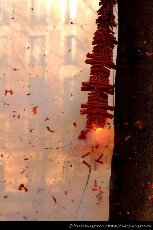 Firecrackers during Chinese New Year festivities in China Town of Paris - 04 / Streets of Paris - Landscape wallpapers
