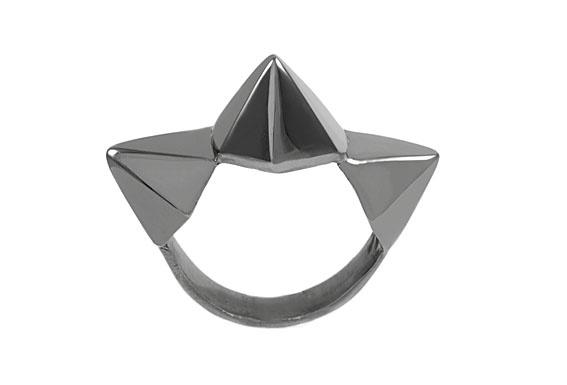 Giuliana Mancinelli Bonafaccia - Ring with silver dipped in black ruthenium.