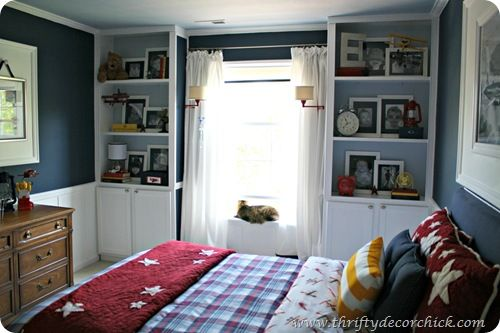 I LOVE this for Brady's room. With a vintage football theme.  Thrifty Decor Chick: big boy room