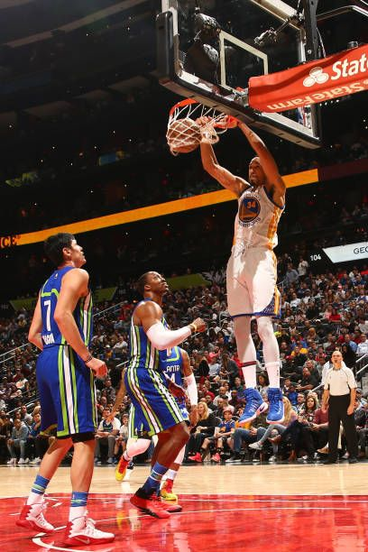 Shaun Livingston of the Golden State Warriors dunks against the Atlanta Hawks on March 6 2017 at Philips Arena in Atlanta Georgia NOTE TO USER User...
