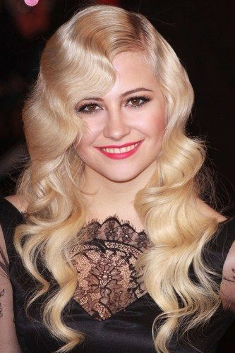 Check out Pixie's gorge vintage waves.