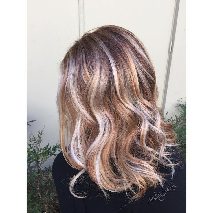 """DRIZZLED WITH IRISH CREAM #unicorntribe #santarosamom #bronde #hotmom #hairpainting #balayage #americansalon #behindthechair_com #beautylaunchpad…"""