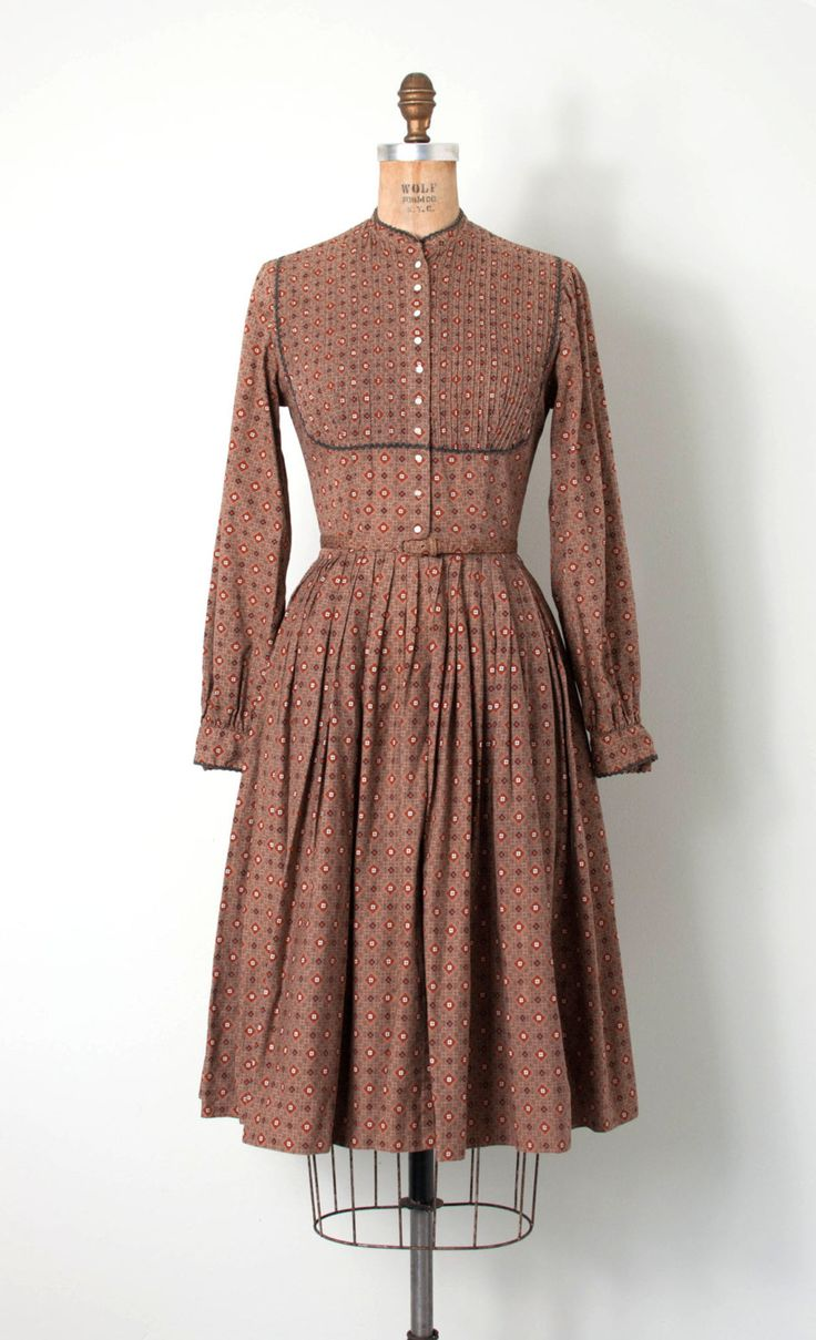 Retro Revolution Where To Find Vintage Clothing In: Vintage 1950s Dress • 50s Dress • Cotton Shirtwaist Dress
