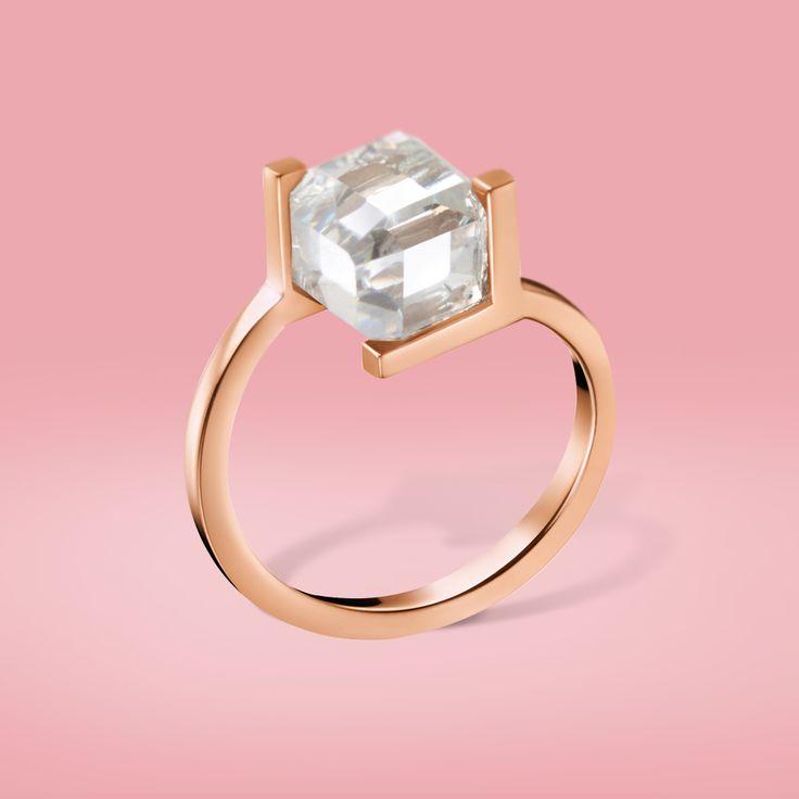 Dieser Calvin Klein Ring ist durch seine geometrische Form ein ganz spezielles und außergewöhnliches Modell!