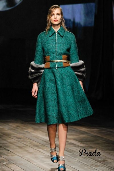 #runway #fashion #catwalk #midiskirt #prada #style #womensstyle #womensfashion #womensoutfits