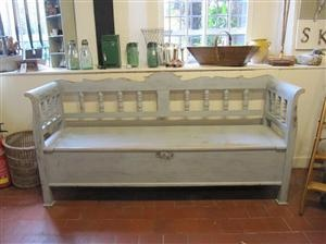 Low style bench