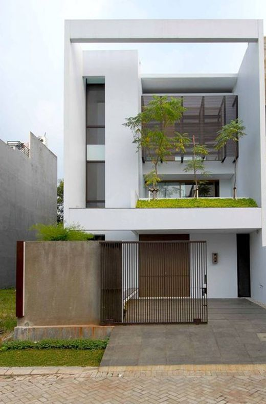 Years ago I wasn't really fond of minimalist style homes, I though that it was impossible that a house like that had any warmth or soul. Today I look at them from a different perspective. They are trendy nowadays and one can see really good and aesthetical