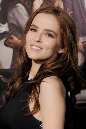 Recreate Zoey Deutch S Sweet And Simple Makeup From The