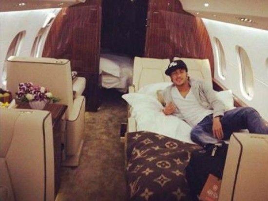 AVIONES DE LUJO - Buscar con Google Neymar llegó a Brasil en avión privado de lujo para jugar con el Santos www.netjoven.pe550 × 413Buscar por imagen Neymar ya está en Brasil /Foto:Twitter
