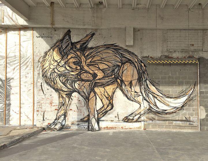Dzia es un artista belga conocido por sus espectaculares murales de animales en diferentes ciudades de Europa. Su estilo es bastante reconocible ya que usa gruesas líneas negras, parte medular de sus figuras.