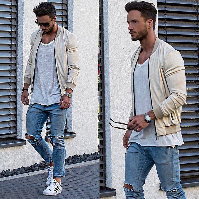 Look Réveillon 2018. Macho Moda - Blog de Moda Masculina: Looks Masculinos para o RÉVEILLON 2018: 33 Dicas de Visual para a Virada do Ano. Moda para Homens, Roupa de Homem Réveillon, Roupa de Homem Réveillon 2018. Jaqueta Bomber Amarelo pastel, Regata Branca, Calça jeans Rasgada, Adidas Superstar Branco