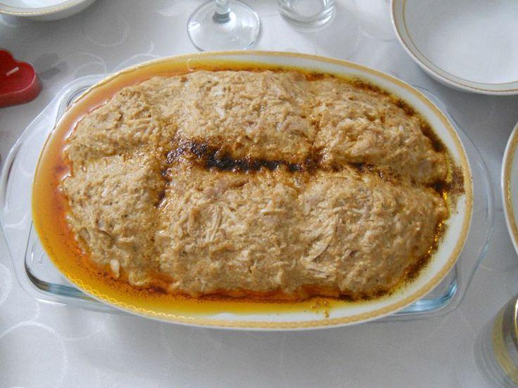 Osmanlı mutfağının vazgeçilmez mezelerinden Çerkez tavuğunu bir de Mezeci Zeynep'ten deneyin. İçindekiler: Tavuk eti, Tavuk Suyu, Ekmek İçi, Sarmısak, Ceviz, Sızma Zeytinyağı