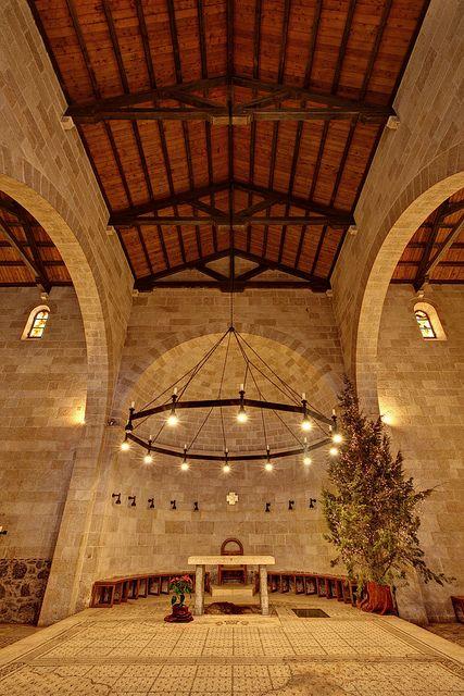 La iglesia de Tabgha por el Mar de Galilea en memoria del milagro de la multiplicación de los panes y los peces.