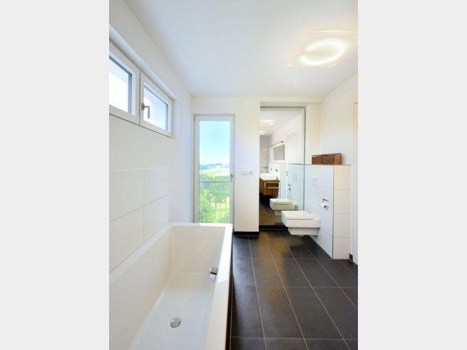 Wie Holt Man Auch Aus Einem Schmalen Badezimmer Noch Das Beste Heraus? Mit  Weißen Wänden