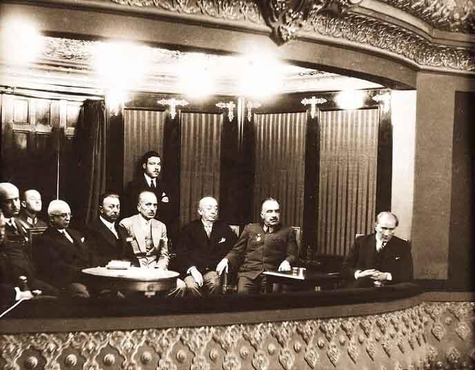 Mustafa Kemal Atatürk'ün az bilinen fotoğraflarından... #TekAdamMustafaKemalATATÜRK pic.twitter.com/dcmkNIdfXR