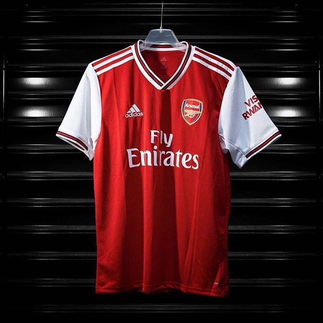 Es Ist Zuruck Adidasfootball Und Arsenal Vereinen Sich Mit Einer Verbeugung Vor Der Tradition Viel Zu Kommen Kanoniere Fans Arsenal Adidas Adidas Predator