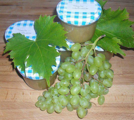 Das perfekte Traubenmarmelade mit grüne kernlose Trauben und Gelierzucker 2:1-Rezept mit Bild und einfacher Schritt-für-Schritt-Anleitung: Die Trauben…