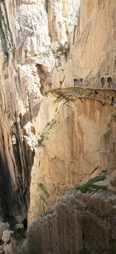Der gefährlichste Wanderweg Europas, der Caminito del Rey in Andalusien/Spanien, ist wieder begehbar. Mehr dazu hier: http://www.travelbook.de/europa/El-Caminito-del-Rey-Der-wohl-gefaehrlichste-Wanderweg-Europas-522297.html