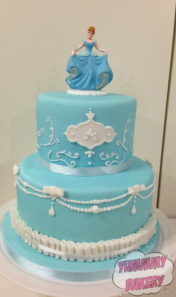 Cinderella birthdaycake disney princess blue pearls