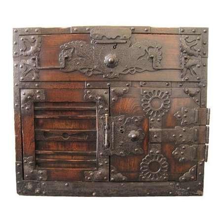 Les 27 meilleures images du tableau japanese tansu chest for Meuble antique japonais