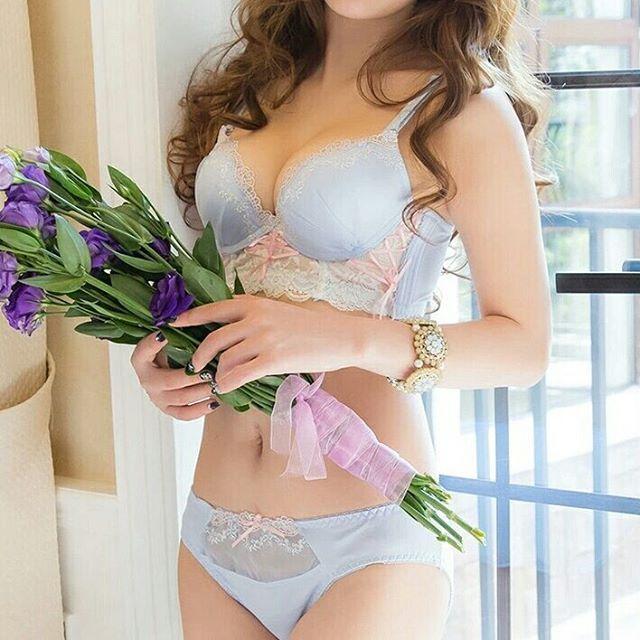 (ÜRÜNE AİT DİĞER RESİMLER İÇİN SOLA KAYDIRIN) Mavi pembe �� Bedenler: 70-75-80/AB  Fiyat:75₺�� �� Sipariş için dm �� #fashion #missapearly #sütyen #sütyentakım #braset #gelin #çeyiz #iççamaşırı #lingerie #underwear #instagood #nikah #nişan #happy #düğün #stil #followforfollow #izmir #içgiyim #bohça #wedding #tbt #istanbul #pink #like4like #bride #dantel #lace #gelinlik http://gelinshop.com/ipost/1515052532027000054/?code=BUGjEAzhoT2