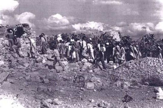 """Qibia Massacre by Israel ההרג היה מוצדק כי מחבלים הסתתרו בתוך אוכלוסייה אזרחית,  המערב אנטישמי, ואולי זה בכלל לא קרה. מטבח קיביה ל""""צוק איתן"""", התקשורת אותה תקשורת, והשקרים אותם שקרים"""