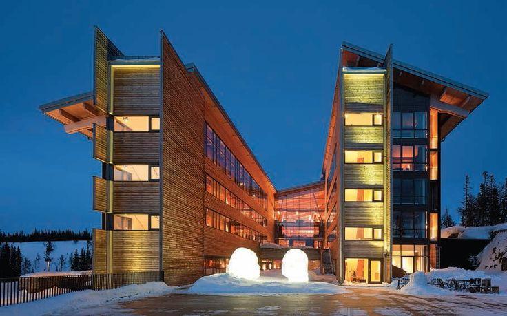 En Suecia, un hotel para esquiadores hace suyos los principios de la construcción sostenible y además los expresa a través de un impecable diseño arquitectónico.