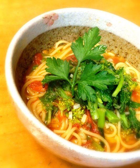 朝ラーメンしようかと思ったら麺が足りなかったからスープスパ!! - 113件のもぐもぐ - 菜の花とトマトの朝スープスパ by okinawa1123