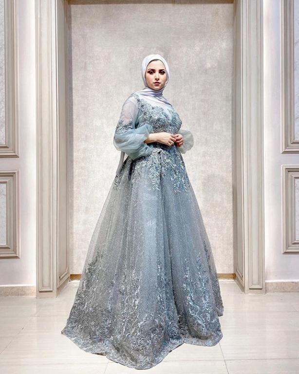 صور فساتين سهرة تخفي البطن للمحجبات في صيف 2020 فساتين سهرة تخفي البطن للمحجبات في صيف 2020 من أكثر ما يبحث عنه الكثير من ا Stylish Gown Gowns Victorian Dress