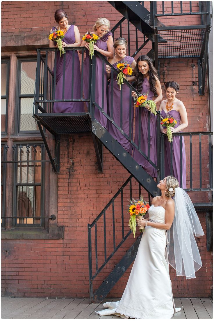Bridal Party Portrais. Bridesmaids. Fall wedding. Fall bouquets. Pittsburgh wedding photographer | Mattress Factory reception » Melanie Grady Photography