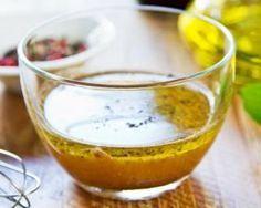 Vinaigrette légère à la moutarde : http://www.fourchette-et-bikini.fr/recettes/recettes-minceur/vinaigrette-legere-a-la-moutarde.html