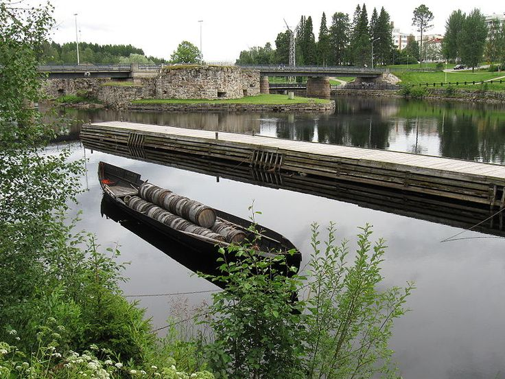 A tar boat in Kajaani, parked at the mouth of the tar canal of Ämmäkoski.