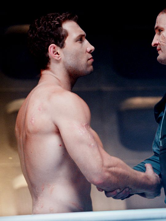 Jai Courtney Forever : Photo --- nice back...