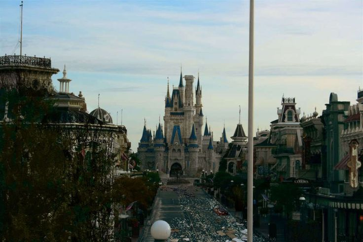 Artist's Abandoned Disney World Is A Whole New World Of Creepy