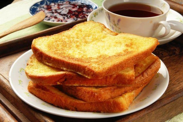 画像1 : バタートースト評論家・梶田香織がお届けする連載第1回。バタートースト評論家?何それ?と思った皆さん、バタートーストの世界って実は驚くほど深く、そして広いのです。さあ、あなたも究極のバタートーストを作ってみませんか?レシピもご紹介します。