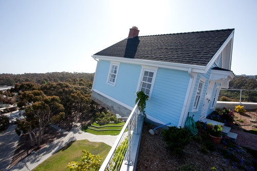 This house hangs perched on the rooftop of UC San Diego's engineering building.