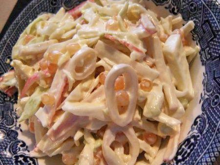 Салат с кальмарами. Рецепт приготовления вкусного салата из кальмаров.
