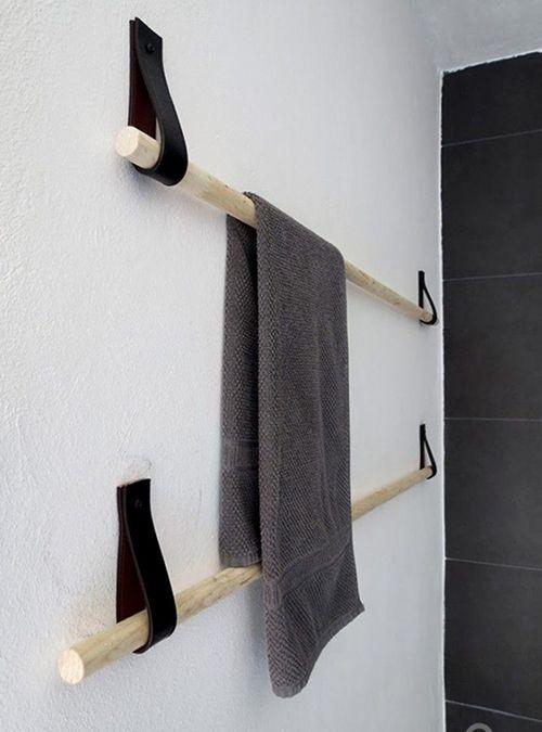 Appendiabiti da parete in legno e cuoio simile alla foto  Possiamo realizzarlo su misura, il prezzo comprende n.2 appendini  Misure: L 100 cm