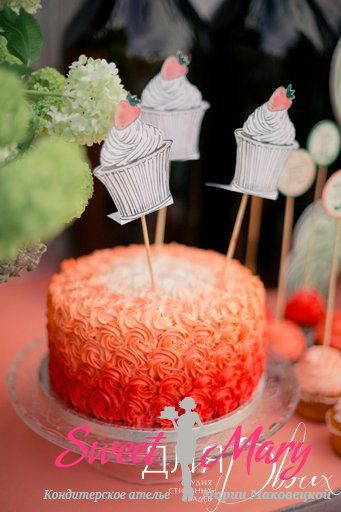 Торт с розочками из крема
