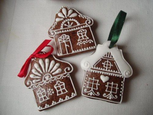 Gingerbread house ideas for embroidery holiday brooch.