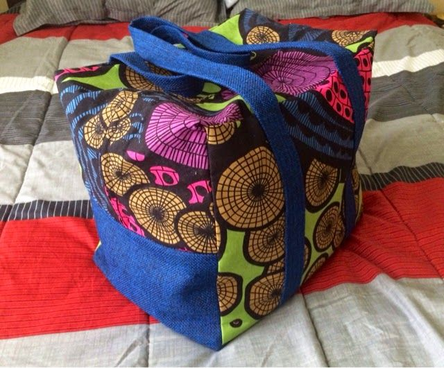 """Curvy Stitches: Budget Travel Thriftness """"In total the bag measures 15"""" by 13"""" by 11"""" which gives me space for the the sides to bulge and wiggle room for fitting it under the airplane seat."""" Perfect for Spirit Airlines Personal Item size limit (16x14x12 in / 40x35x30 cm)! - Idea to sew my own bag. No pattern, but she sorta explains it."""