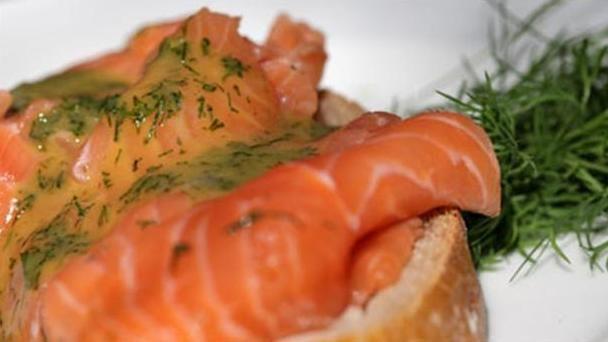 Gravad laks opskrift - Nem og lækker laks, der er en klassiker. Kan bruges til frokost, madpakke eller til påskefrokosten